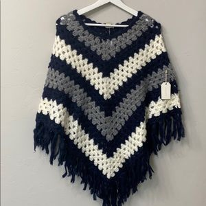 Forever 21 sweater poncho navy size M/L. NWT